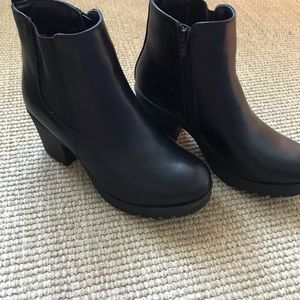 Shoes - CHUNKY BLACK ANKEL BOOTS
